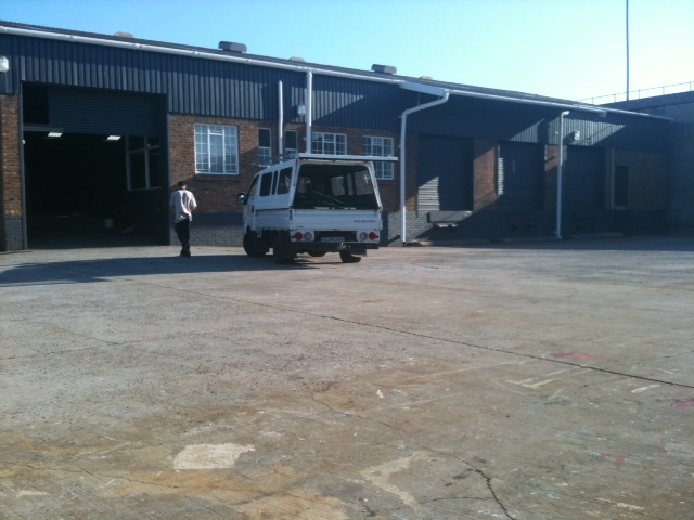 Paarden Eiland, Milner Rd – Warehouse with yard FULLY LET